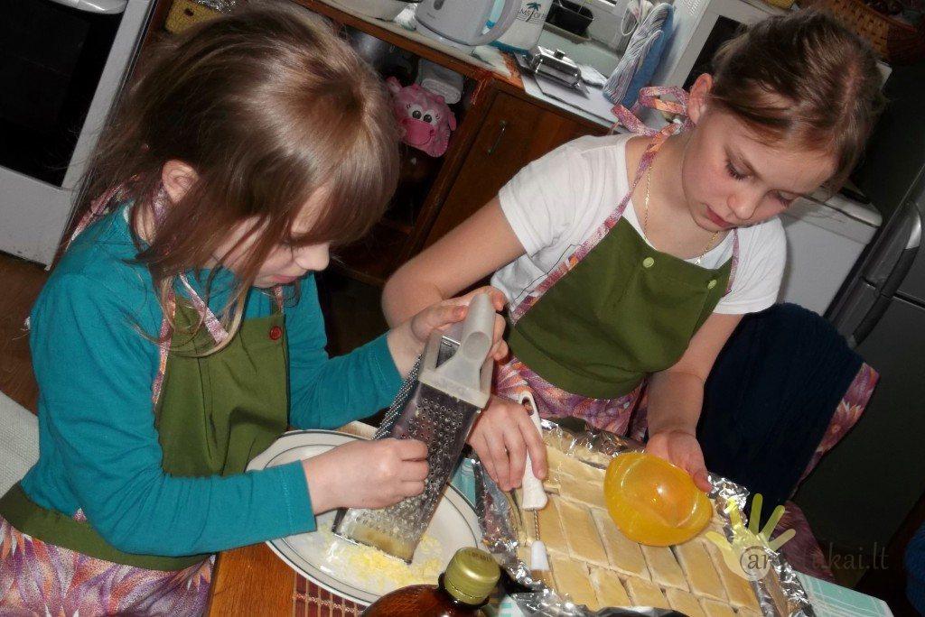 vaikai_virtuveje